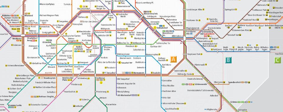 Perfekte Anbindung zum S+U-Bahnnetz, den Buslinien und dem Straßennetz.